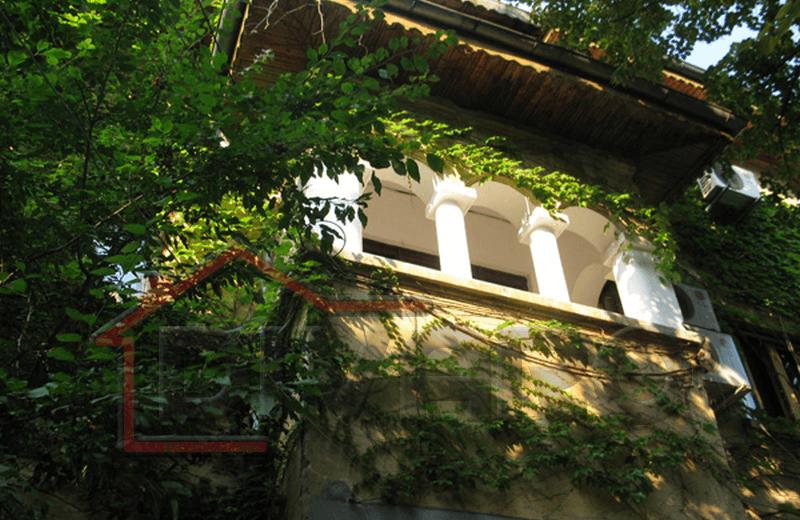 Vanzare apartament opt camere Cotroceni Romniceanu