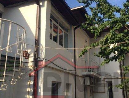 Vanzare vila Cotroceni douasprezece camere