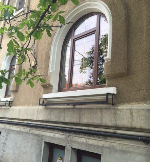 Vanzare demisol patru camere Cotroceni Romniceanu