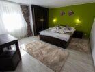 Ap 2 – dormitor cu pat matrimonial