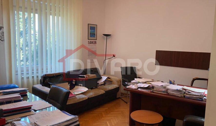 Vanzare apartament trei camere imobil 1960 Cotroceni Arene