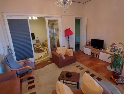 Vanzare apartament deosebit patru camere Armeneasca